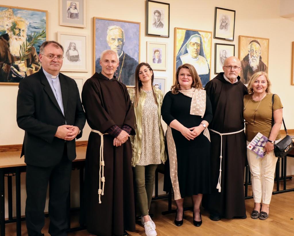 Hrvatski sveci i blaženici Eve Vukine uz Leopoldovo kod kapucina u zagrebačkoj Dubravi